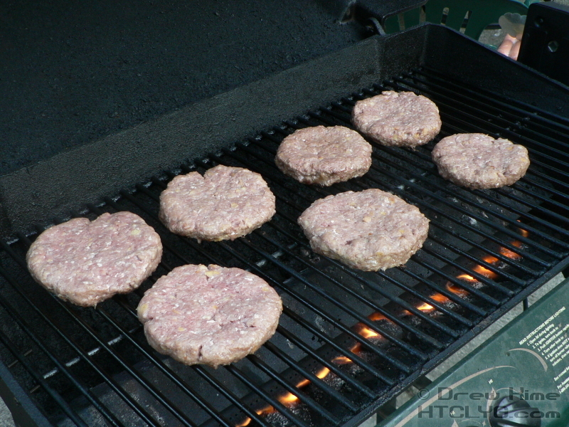how to make moist burgers on the grill