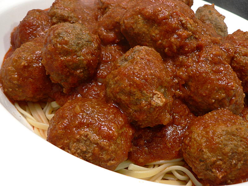 Cooking Meatballs in Tomato Sauce - HTCLYG