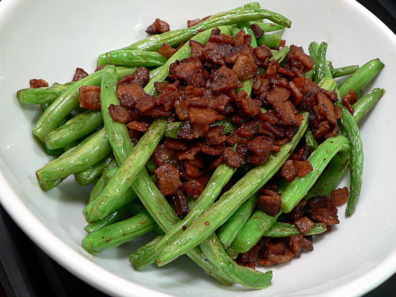 How To Make Fried Green Beans with Bacon - HTCLYG